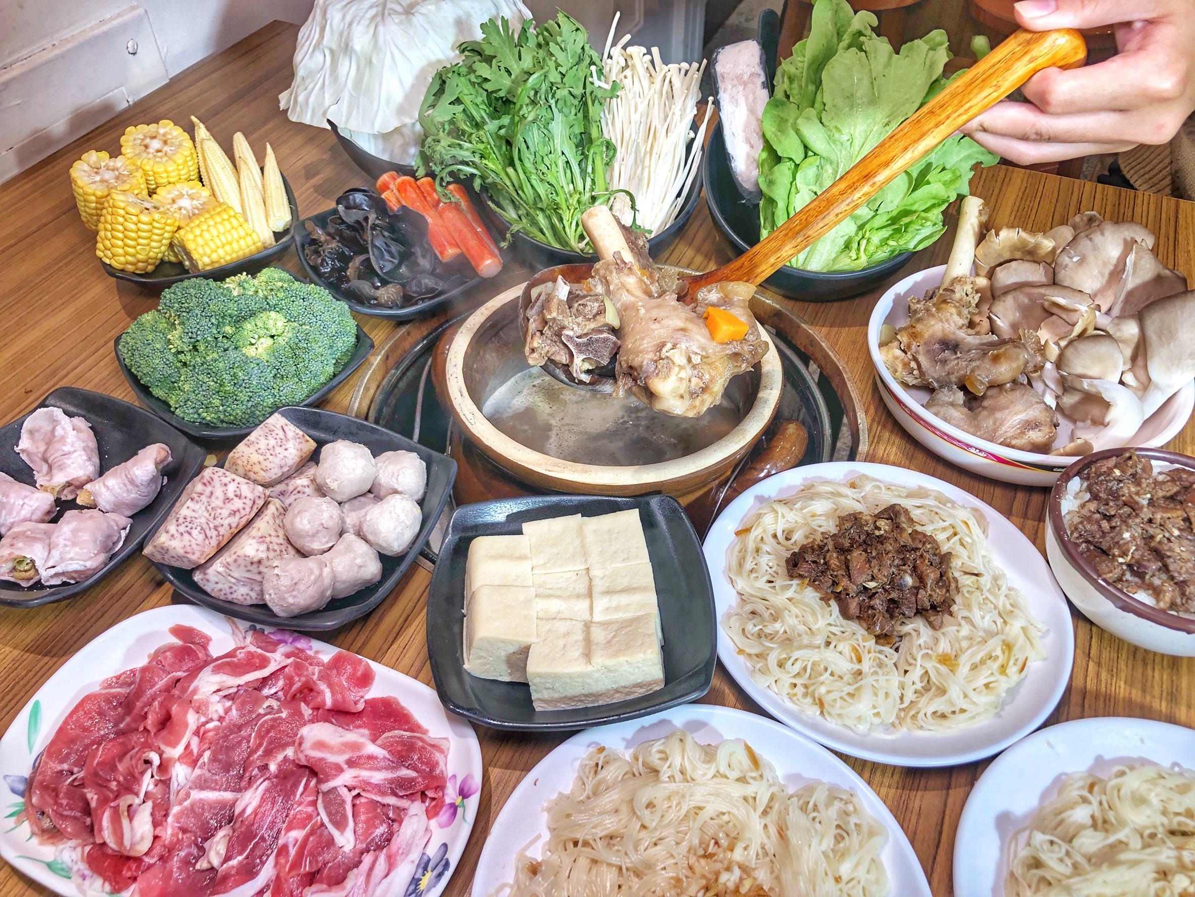 台南美食【鄉野炭燒羊肉爐 南紡店】傳承30年的古早味炭火羊肉爐 一年四季進補的好選擇