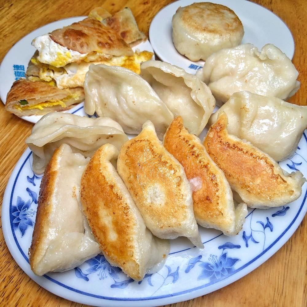 眷村古早味【張記早餐店】飄香在地40年 每日現做蔥油餅香酥脆 生意強強滾
