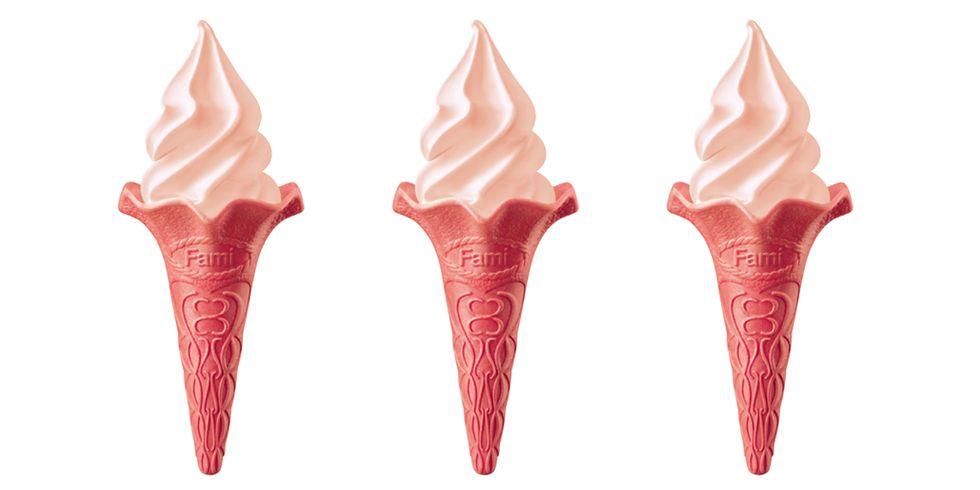 只賣一個月!全家「重乳草莓霜淇淋」強勢回歸!!! 限時三天兩支只要59元 粉色餅皮超夢幻~~