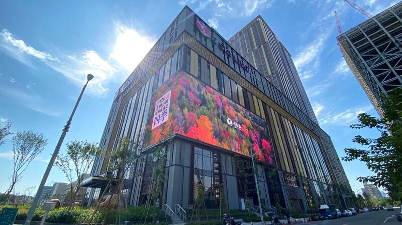 高雄全新百貨商場【義享天地】12萬坪AB雙大樓進駐78間餐廳/精品購物/五星酒店與全台最大螢幕IMAX影城