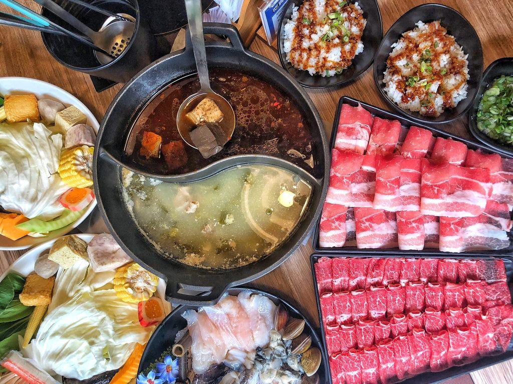 [新北 ‧永和區]磅礴職人手作鍋物獨家特色湯頭平日打卡享用肉品買一送一大口吃肉好滿足
