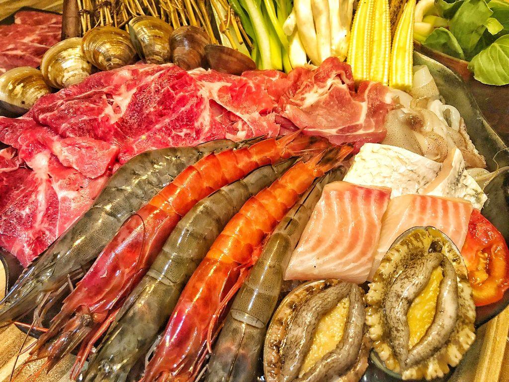 [台北 ‧ 松山區] 極蜆鍋物 讓人為之瘋狂的爆多蛤蠣煮成的精華鮮美湯頭 蛤蠣控別錯過